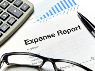 ¿Qué datos debe reflejar un informe de gastos de viaje?
